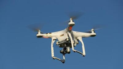 Por primera vez en su historia, la Patrulla Fronteriza detecta un dron usado por 'coyotes' para espiarlos
