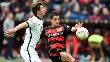 'Chicharito' se lesiona en la victoria del Bayer Leverkusen 3-0 sobre Eintracht Frankfurt