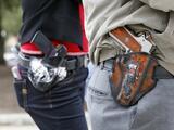 ¿Podrían las personas portar armas sin licencia en restaurantes y bares?: Esto es lo que estipula la medida
