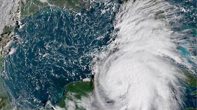 Michael se convierte en huracán y se mueve lentamente hacia aguas del Golfo de México