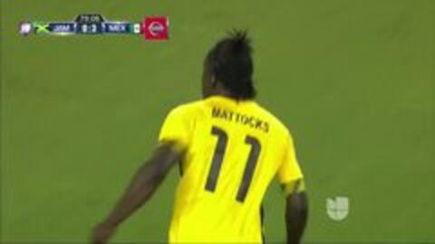 Goooolll!! Darren Mattocks mete el balón y marca para Jamaica