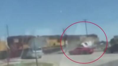 En video: Patrulla policial en Texas es arrollada por un tren a toda velocidad