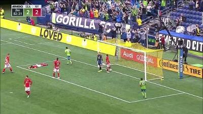 Descontrol en la defensa de Red Bulls termina con gol en contra y ventana para Sounders