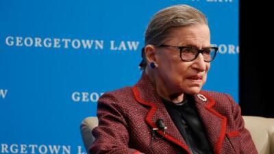 La jueza Ginsburg se ausenta de la Corte Suprema por primera vez en su carrera