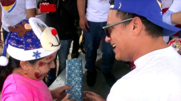 Silvestre Dangond le adelantó la Navidad a los niños de la selva colombiana con muchos juguetes y alegría