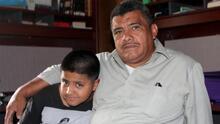 Pastor hispano refugiado en santuario desde 2017 se reúne con su familia
