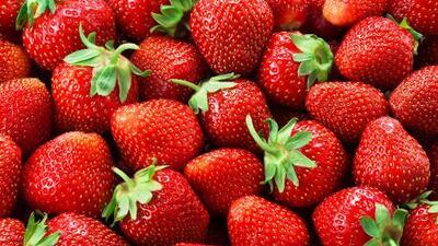 Fresas, espinacas y kale: esta es la lista de los alimentos con más residuos de pesticidas (y los que menos)