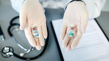 ¿Qué pasa si se reciben dos dosis de la vacuna del covid al mismo tiempo? Los médicos responden por un video viral