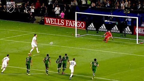 Zlatan Ibrahimovic humilla al portero con un penal a lo 'Panenka'