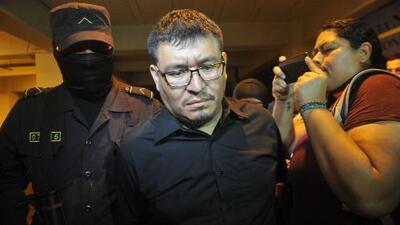 Arrestan a pareja de periodista hallada muerta en El Salvador a minutos de defender llorando su inocencia en Univision