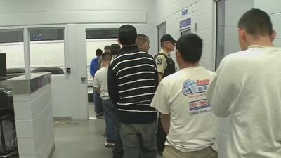 Incertidumbre entre cubanos por el posible cierre del programa migratorio conocido como 'parole'