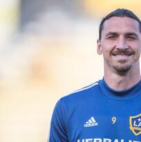El Milan espera decisión de Zlatan para saber si llega al club