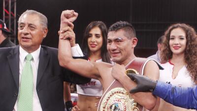 César Juárez ganó título internacional supergallo OMB a Juan Carlos 'Zurdito' Sánchez