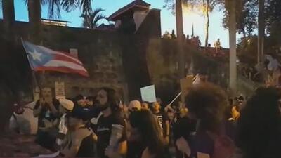 Miles de puertorriqueños piden en las calles del Viejo San Juan la renuncia del gobernador Ricardo Rosselló