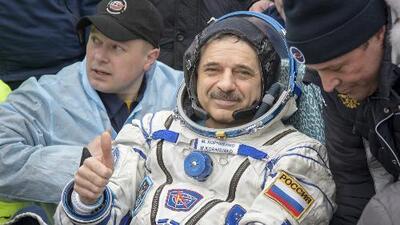 Dan la bienvenida al astronauta Scott Kelly tras pasar 340 días en el Espacio