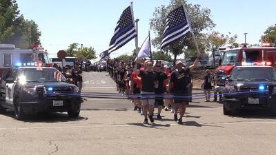 Carrera de Davis a Sacramento honra a dos oficiales caídas