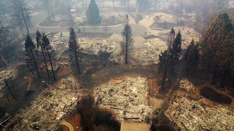 Abogados piden a los afectados del incendio Camp que reclamen sin temor a su estatus migratorio