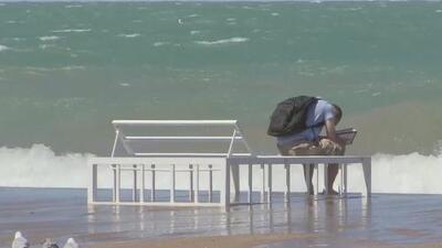 Las autoridades dan recomendaciones para evitar tragedias por el fuerte oleaje en el Lago Michigan