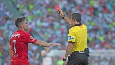 """Ex arbitro de la Liga MX critica a los silbantes: """"El Gafete-FIFA se ha malbaratado"""""""