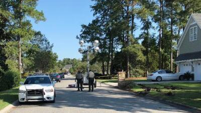 Hallan un arsenal con 129 armas en la casa de un hombre que mató a un policía e hirió a otros seis