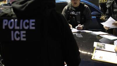 ICE intensifica sus operativos en diferentes estados del país para arrestar a inmigrantes con órdenes de deportación