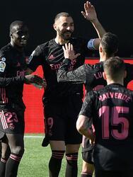 Benzema (20', 30') marcó los dos primeros goles del cotejo. Santi Mina (40') descontó para los locales. El mexicano Néstor Araujo participó todo el encuentro. Real Madrid y Celta de Vigo acumulan 60 y 34 unidades, respectivamente.