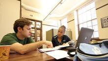 Becas, FAFSA y abogados: los apoyos a estudiantes universitarios que se ofrecen en esta feria de educación