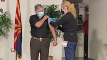 """""""Pierdan el miedo"""": líderes religiosos reciben la segunda dosis de la vacuna contra el covid-19"""