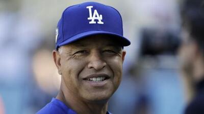 Dave Roberts acuerda seguir cuatro años más con los Dodgers