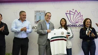 Cuauhtémoc Blanco reconoció a jugadora del Tri Femenil Sub-17 tras subcampeonato del mundo