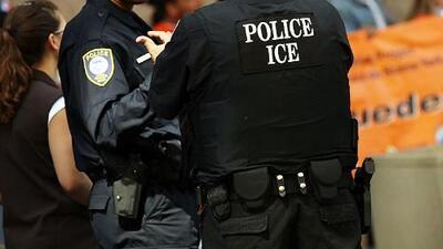 Miembros de la comunidad en Sunset Park vigilan las calles del área para verificar si hay o no presencia de ICE