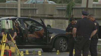 Un hombre fue asesinado frente a su novia por sospechosos enmascarados en un estacionamiento Nueva York