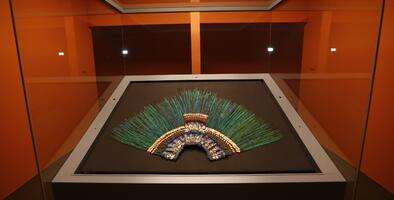 Por qué el penacho de Moctezuma, símbolo de México, está en Austria (que además se niega a entregarlo)