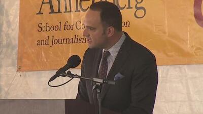 """""""Qué mejor momento para buscar la verdad"""", el mensaje de León Krauze a graduados de periodismo en USC"""