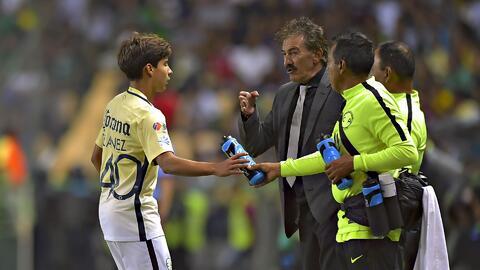 """""""Al pobre jugador joven mexicano le cuesta mostrarse"""", resaltó Ricardo La Volpe"""