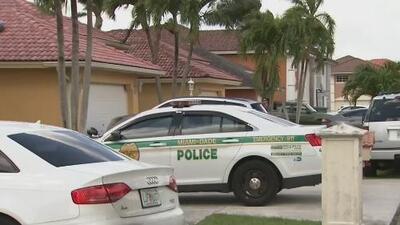 Un hombre apuñala mortalmente a su pareja y muere al recibir un disparo del oficial que llegó a la escena en Kendall