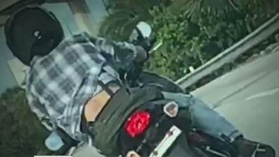 Buscan a motociclista sospechoso de dispararle varias veces a un conductor en una autopista de Miami-Dade