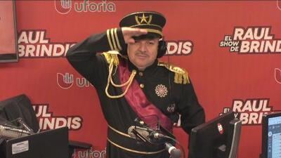 Emperador, Coronel, Payaso y Mr. Increíble: los disfraces de El Show de Raúl Brindis