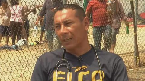 Manuel de Jesús Lucha, el paramédico militar inmigrante que ayuda a los integrantes de la caravana varados en Chiapas