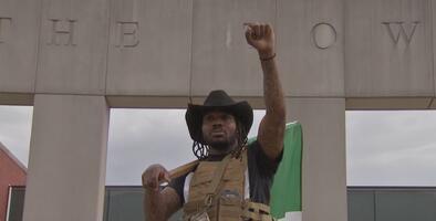 """Acusan de crueldad animal al """"Cowboy Amigo"""" tras ser arrestado por ir a caballo en la autopista Dan Ryan"""