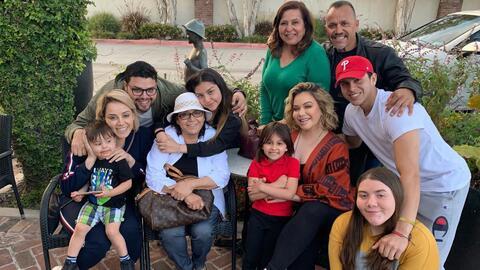 Doña Rosa sigue festejando sus 75 años, ahora con Chiquis y más integrantes de la familia de Jenni Rivera