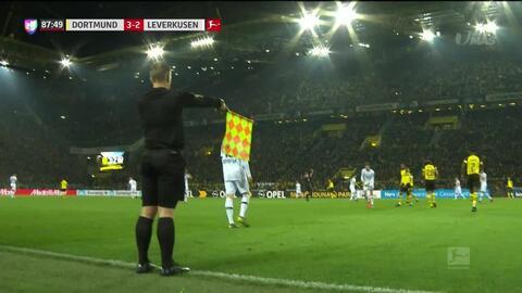 Fuera de juego de Kai Havertz: El juez de línea levanta el banderín y anula la jugada.