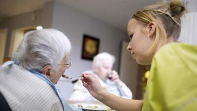 Opinión: Para los millenials que deben cuidar de un pariente con Alzheimer es mucho lo que está en juego