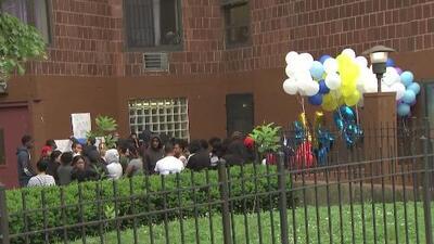 Con globos y velas realizan vigilia por adolescente que murió baleada en El Bronx, Nueva York