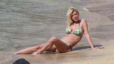 Tara Reid lució su figua en bikini