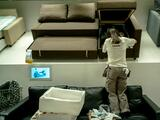 Un niño dispara un arma cargada que encontró dentro de un sofá en una tienda de Ikea