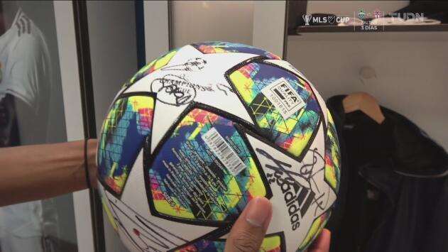 Rodrygo se llevó el balón del 'hat-trick' de su debut en el Bernabéu por la Champions League