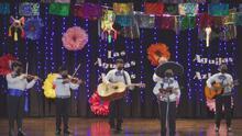 Alumnos de la secundaria Ortiz, en Houston, mantienen viva la música mexicana a través de un grupo de mariachi