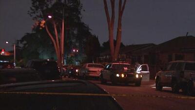 Residentes de un barrio de Los Ángeles, atemorizados por constantes tiroteos y actividad de pandillas