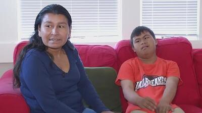 Tras llegar a EEUU con la caravana, este adolescente con síndrome de Down irá por primera vez al colegio